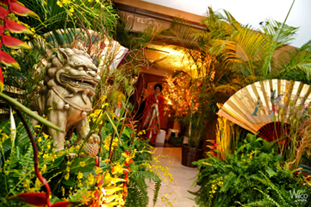 Guest Entered The Reception Hall Through A Japanese Inspired Garden ...